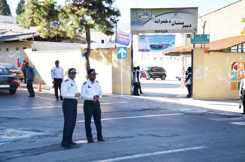 مامورین پلیس و امنیت مدارس